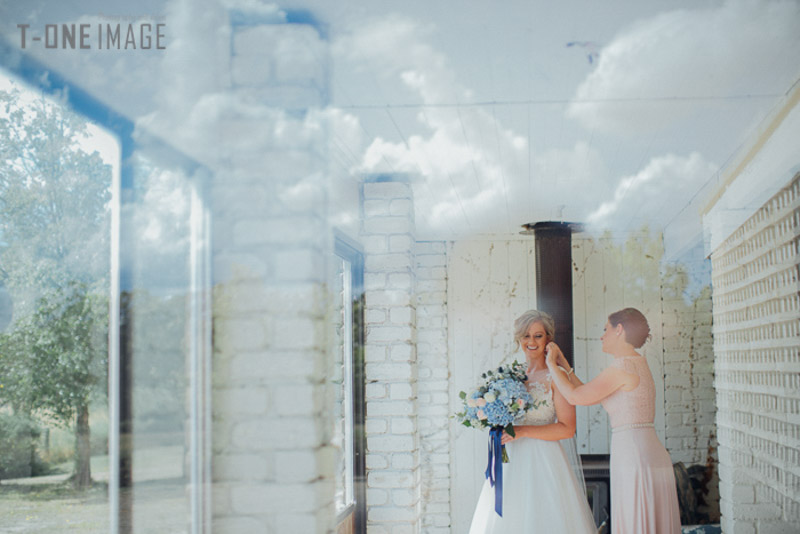 Andrew & Megan's wedding @ Cammeray Waters Woodend Vic melbourne wedding photography t-one image